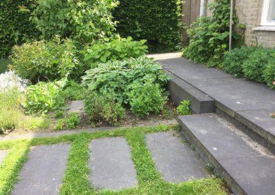 tuinontwerp stapstenen in gras