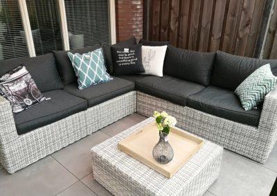 Eigen tuin ontwerpen met loungeterras en vijver