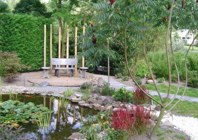 Japanse tuin met vijver en vlonderterras